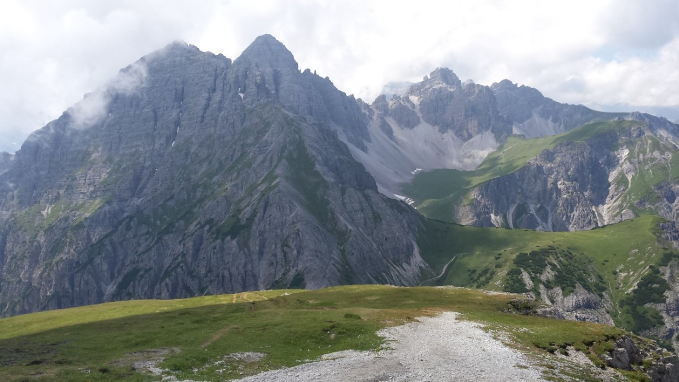 Looking across to the Kalkkögel from the Nockspitze