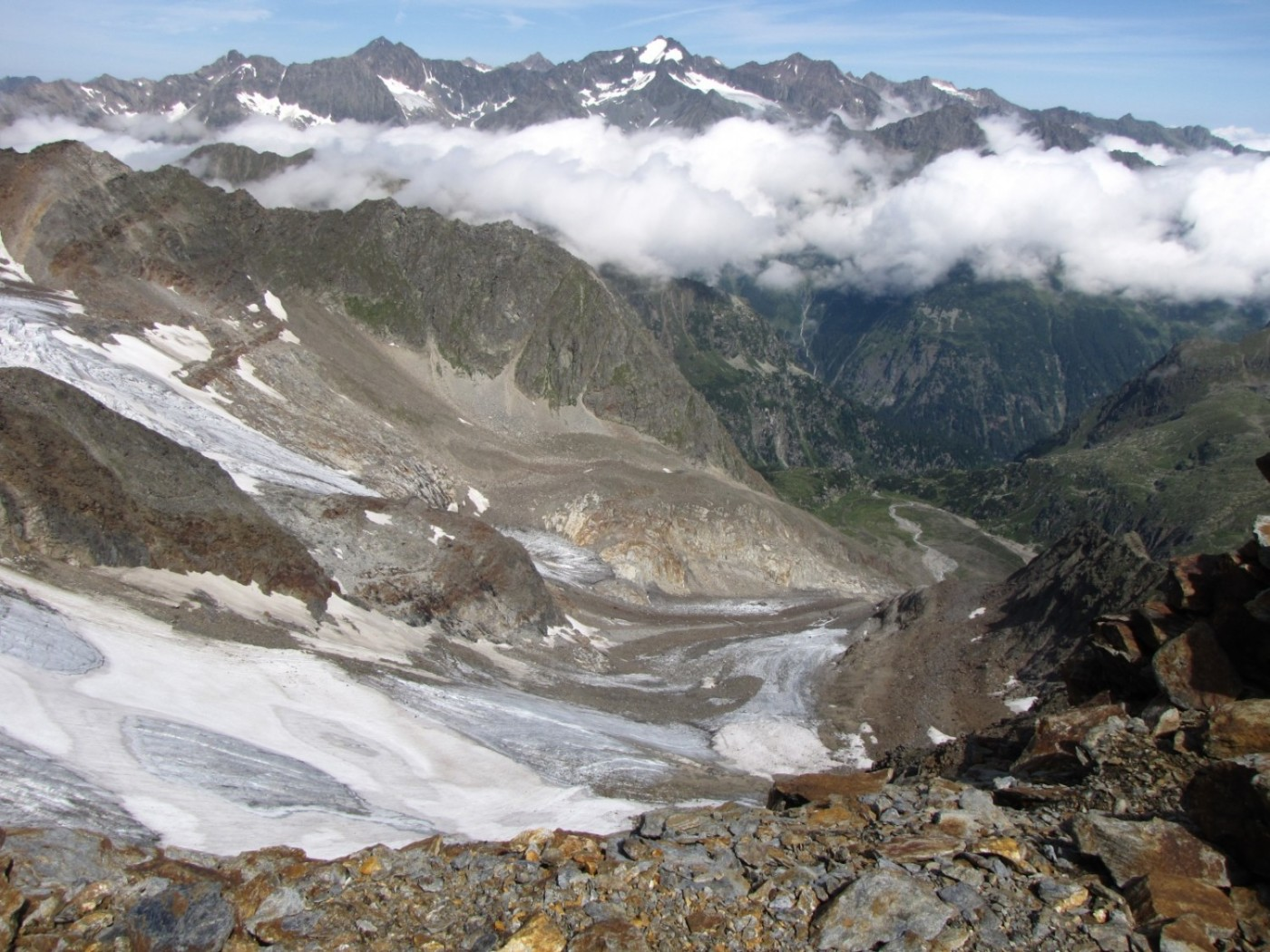Looking down towards the Sulzenau Hut from the Gamspitzl